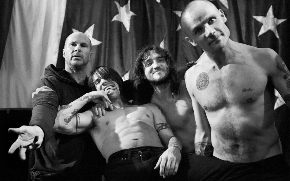 Red-Hot-Chili-Peppers-red-hot-chili-peppers-31202557-1280-800-e1437966410816